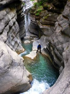 Canyoning Verdon à Castellane Canyoning Verdon, Road Trip France, France Travel, Voyage Europe, Holiday Travel, Day Trip, The Great Outdoors, Adventure Travel, Bonito