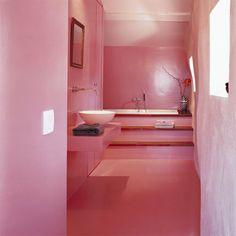 Cuarto de Baño de color rosa de piso a techo