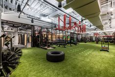 Co-working company WeWork is opening a gym in New York, which includes boxing and yoga studios, grassy flooring and a Roman-inspired salt bathing pool. WeWork, which rents desks and office spaces a. Basement Gym, Garage Gym, Basement Bathroom, Trampolines, Gym Workouts, At Home Workouts, Workout Exercises, Dream Gym, Wellness Club