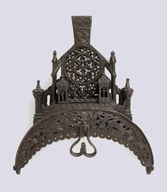 Purse Frame, 15th-16th century.  French.  Iron.  Photo copyright the Metropolitan Museum of Art.  The Cloisters Collection.