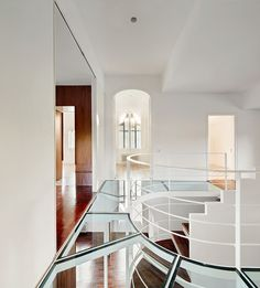 ↝ Casa noucentista en #Barcelona ↜ Así potencia la #rehabilitación su encanto y materialidad↓ #FridayFinds #arquitectura