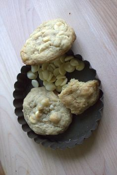 white chocolate chip and macadamia nut cookie. heck yes.