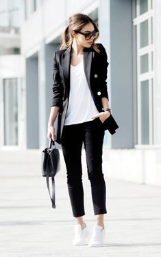 40 Look Good Casual Chic Spring Outfit Ideas - 2019 Sneakers To Work, How To Wear Sneakers, Sneakers Style, Sneakers Fashion, Chunky Sneakers, Sneakers Women, Black Sneakers, Business Outfit Frau, Business Casual Outfits