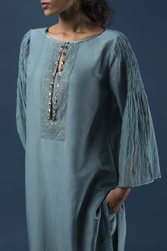 Ideas fashion chic summer neckline for 2019 Neck Designs For Suits, Dress Neck Designs, Blouse Designs, Trendy Dresses, Casual Dresses, Casual Outfits, Fashion Dresses, Work Outfits, Kurta Patterns