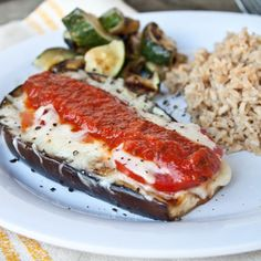 Grilled Eggplant Parmesan: how is it I've been living my life without Eggplant? This grilled version of eggplant parm is so tasty! Grilled Eggplant, Eggplant Parmesan, Vegetarian Recipes, Cooking Recipes, Healthy Recipes, Grilled Recipes, Grilled Food, Avocado Recipes, Vegetable Recipes