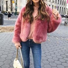 21 Valentine's Day Outfit Ideas - crazyforus Beautiful Red Dresses, Beautiful Blouses, Glamouröse Outfits, Casual Outfits, Fashionable Outfits, Vintage Glamour, Photomontage, Valentine's Day Outfit, Outfit Of The Day