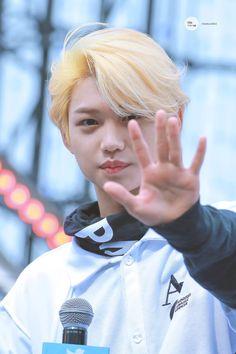 #StrayKids #스트레이키즈 Jooheon, 365days, Felix Stray Kids, Fandom, Sweet Guys, Kid Memes, Lee Know, Lee Min Ho, Kpop Boy