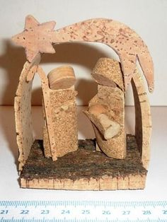 Presépios :: Arte&Cork Nativity Creche, Nativity Ornaments, Christmas Nativity Scene, Nativity Crafts, Xmas Crafts, Christmas Projects, Decor Crafts, Nativity Sets, Navidad Diy