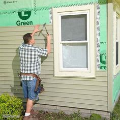 Install Longer Panels First: When installing siding on each side of a window or door, start on the side that needs the longer panels. Longer siding panels don't stretch as readily as smaller ones, so they're not as easy to adjust if they get out of whack. Home Fix, H & M Home, Vinyl Siding Installation, House Siding, Exterior Siding, Siding Repair, Wood Siding, Home Repairs, Patio Doors