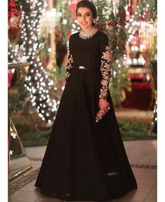 Beautiful dress by Sabyasachi. Shadi Dresses, Pakistani Formal Dresses, Indian Gowns Dresses, Pakistani Dress Design, Black Pakistani Dress, Pakistani Gowns, Pakistani Fashion Party Wear, Pakistani Wedding Outfits, Bridal Outfits