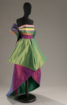 This is a fabulous vintage gown! Roberto Capucci Women's vintage fashion clothing dress