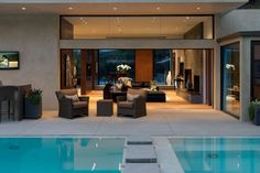 Wallace Ridge residence by Whipple Russell Architects is a joy to look at.The open floor plan,gorgeous pool and city views make it a stylish modern home perfectly suited for the Beverly Hills lifestyle. Beverly Hills, Dream House Interior, Home Interior, Interior Modern, Hillside House, Dream House Plans, Luxury Interior Design, Estate Homes, Modern House Design