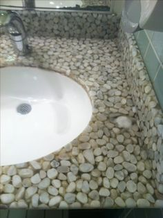 Resina epxi 63 ambientes impressionantes pinterest epoxy pebble resin countertops seen restaurant bathroom beach bathroomssmall bathroomsrestaurant bathroomdiy countertopsepoxy floorresin solutioingenieria Image collections