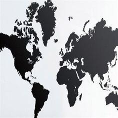 World Map is een imposante wandtattoo van Ferm Living met een wereldkaart als motief. Deze prachtige muursticker van Ferm Living kan op alle gladde oppervlakken, zoals muren, ramen, spiegels, plafonds of meubels, worden geplaatst en kan verwijderd worden zonder residu.