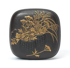 A lacquer manju netsuke By Koma Kansai, century Japanese Screen, All Japanese, Japanese Beauty, Art Japonais, Japan Art, Gold Paint, Ancient Art, Jewelry Art, Sculptures