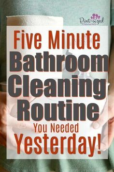 If you're super busy but enjoy a clean home, you need the five minute bathroom cleaning routine YESTERDAY! Grab the cute printable bathroom cleaning routine too! Deep Cleaning Tips, Cleaning Recipes, House Cleaning Tips, Natural Cleaning Products, Routine, Cleaning Schedule Printable, Cleaning Checklist, Clean House Schedule, Bathroom Cleaning Hacks