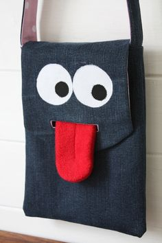 Bolsa infantil – 2019 - Bag Diy Bolsa infantil 2019 Bolsa infantil The post Bolsa infantil 2019 appe Diy Sac, Denim Tote Bags, Denim Crafts, Recycle Jeans, Patchwork Bags, Fabric Bags, Kids Bags, Handmade Bags, Bag Making