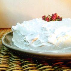 Torta de chocolate com creme de baunilha e chantilly