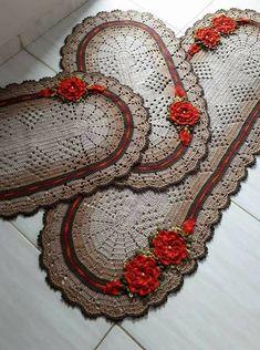 Jogo de cozinha Diy Crochet, Crochet Doilies, Crochet Flowers, Bathroom Crafts, Crochet Animals, Diy And Crafts, Sewing Projects, Crochet Earrings, Crochet Patterns