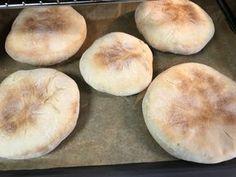Bea asszony megmutatja, hogyan készül az igazi Cigánykenyér (bodag)! Gáspár Bea konyhájából! Ring Cake, Types Of Bread, Bread And Pastries, Canapes, Street Food, Baked Goods, Bread Recipes, Hamburger, Bakery