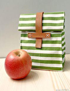 Lunchbag mit Lederverschluss - minikunst.blogspot