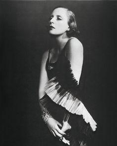 #TamaradeLempicka c. 1929 Copyright: Photo: DOra/ 2016 Tamara Art Heritage/Victoria de Lempicka; Licensed by MMI NYC http://ift.tt/2hUMSxw. #PortraitoftheArtist #deLempicka #1920s #Paris #WomenArtists #FlapperStyle #RoaringTwenties #ParisFashion #VintageFashion #ootd Follow Tamara's life and work at: tsc.hn/49263in
