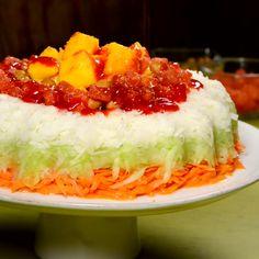 Esta es una forma divertida y diferente de comer verduras, con una salsita rica de chamoy. Es muy crujiente por los cacahuates y suavecita por las gomitas enchiladas. Prepáralo para tus fiestas y eventos especiales.