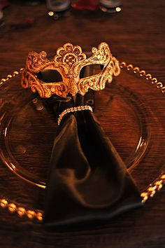 Italian themed wedding decor. Balocoloc Venetian masks used as table setting accents.
