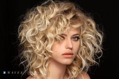 Pin by cristy hilgemeier on hair in 2019 Mid Length Curly Hairstyles, Haircuts For Curly Hair, Curly Hair Cuts, Short Curly Hair, Messy Hairstyles, Short Hair Cuts, Curly Hair Styles, Big Blonde Hair, Brown Hair With Blonde Highlights