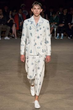 http://www.style.com/slideshows/fashion-shows/spring-2016-menswear/alexander-mcqueen/collection/7