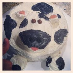 If you have baking and decorating skills, you can whip up a cake that is *almost * too cute to eat. Cow Cupcakes, Cupcake Cakes, Farm Animal Cakes, Farm Animals, Fun Crafts To Do, Farm Party, Yummy Snacks, Cows, Birthday Cakes