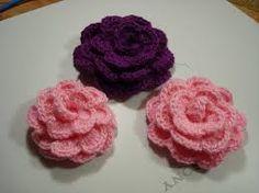 Resultado de imagem para como fazer flor de croche