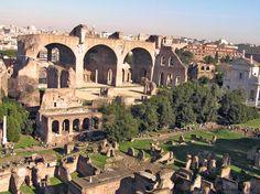 La Basílica de Marcus Aurelius Valerius Maxentius (306-312), construida sobre las ruinas del Templo de la Paz de Vespasiano, comenzó a construirse bajo el mandato del emperador Majencio y finalizó con el emperador Constantino I 'El Grande'. Fue uno de los edificios más importantes encargados a administrar justicia  - Portal Fuenterrebollo