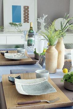和食器遊び ~デザインを楽しむ北欧風テーブルコーディネート~ Pottery Plates, Ceramic Plates, Ceramic Pottery, Ceramic Art, Japanese Ceramics, Japanese Pottery, Pottery Designs, Table Arrangements, Interior Inspiration