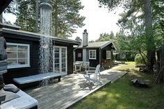 This summer cottage is a heaven. Outdoor Spaces, Outdoor Living, Small Beach Houses, Dark House, Small Buildings, House Paint Exterior, Cozy Cottage, Scandinavian Home, House Painting