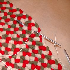 Well, finally part 7 of the rug tutorial. In this part you will need to have a hemostat; you can get these at most medical supply stores or . Braided Rug Tutorial, Rag Rug Tutorial, Diy Tutorial, Sewing Tutorials, Sewing Crafts, Sewing Projects, Diy Projects, Braided Rag Rugs, Rug Loom