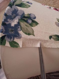 NO Sew Lamp shade recover tutorial Recover Lamp Shades, Bedside Lamps Shades, Small Lamp Shades, Light Shades, Cover Lampshade, Lamp Cover, Custom Lamp Shades, Handmade Lampshades, Cluster Lights