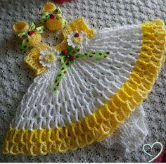 Ideas Crochet Baby Girl Items Yarns For 2019 Crochet Princess, Baby Girl Crochet, Crochet Baby Clothes, Crochet For Kids, Crochet Crafts, Crochet Projects, Knit Crochet, Booties Crochet, Diy Crafts