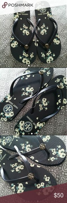 TORY BURCH SLIPPERS/FLIP FLOPS LIGHT USED SIZE 7 IN VERY GOOD CONDITION Tory Burch Shoes Slippers