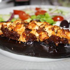 Papoutsakia (fyllda auberginer) Moussaka, Greek Recipes, Feta, French Toast, Good Food, Low Carb, Vegetarian, Lunch, Dinner