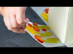 Mettez des fleurs en fruits sur le papier et pressez-les sur les côtés | Attraction fleurie - YouTube Twix Cake, Paper Press, Fruit Flowers, Beautiful Fruits, Chocolate Cream, Pie Dessert, Special Recipes, Fancy Cakes, Sweet Desserts