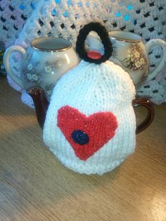 LOVE HEART Tea Cosy Knitting Pattern 3 by KnittingPatternShop, £2.50