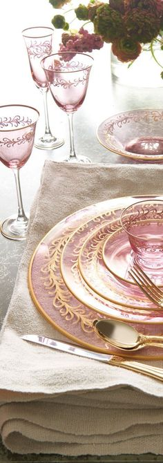 Blush Oro Bello Charger Beautifully hued blush glass with hand-painted gold detail. Pink Christmas, Christmas Colors, Pink Love, Pink And Gold, Pale Pink, Dining Room Lighting, Decoration Table, Turquoise, Tablescapes