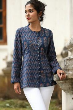 Kurta tops are a wonderful addition to women's wardrobe for its mix of Indian and western style. Here are the 15 best kurti tops for women in India. Short Kurti Designs, Kurta Designs Women, Salwar Designs, Blouse Designs, Designer Kurtis, Indian Designer Outfits, Designer Dresses, Kurta Neck Design, Kurti Patterns