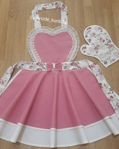 Sewing Patterns Free, Free Pattern, Christine Fashion, Apron Designs, Make Your Own Clothes, Sewing Aprons, Diy Crafts For Gifts, Easy Christmas Crafts, Apron Dress