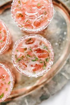 Nadire Atas on Special Cocktails Tired of the straight-up margarita? This strawberry basil margarita is a fun twist on the classic. It's a sweet, tart and refreshing cocktail, perfect for celebrating. Refreshing Cocktails, Summer Drinks, Cold Drinks, Beste Cocktails, Yummy Food, Tasty, Fun Food, Party Drinks, Mixed Drinks