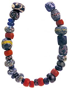 """The beads in the """"Maksjö necklace"""" are of the same type as those found in central and southern Sweden. From http://www.sparfran10000ar.se/en/alla-tiders-vesterbotten/jernalder.html; enhanced by Balticsmith/Andris Rūtiņš"""