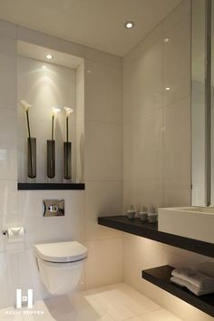 Discover the very best modern bathroom ideas, designs & inspiration to match your style. Browse through pictures of modern bathroom decor & colours to develop you bathroom design Modern Small Bathrooms, Chic Bathrooms, Modern Bathroom Design, Beautiful Bathrooms, Bathroom Interior, Bathroom Designs, Bathroom Layout, Contemporary Bathrooms, White Bathroom