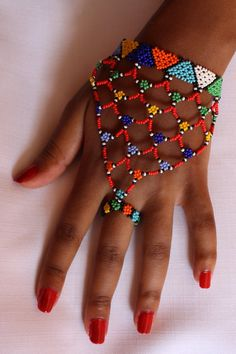 Artículos similares a Zulu beaded hand glove en Etsy Bead Embroidery Jewelry, Beaded Jewelry Patterns, Beaded Embroidery, Beading Patterns, Hand Jewelry, Seed Bead Jewelry, Bead Jewellery, Mode Wax, African Beads Necklace
