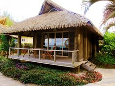 Take a look at this amazing photo - what an artistic project Bamboo House Design, Bungalow House Design, Hut House, Tiny House Cabin, Cabana, Filipino Architecture, Small Beach Houses, Caribbean Homes, Koh Chang